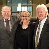 (Foto: Herb Geller (l.) mit seiner Tochter Olivia und seinem Freund und Kollegen Ack van Rooyen auf der Veranstaltung zum 90. Geburtsatg von Bert Kaempfert am 16. Oktober 2013.)