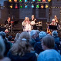All-Star-Band: Sylvia Vrethammar, Ack van Rooyen (Trumpet), Joel Lyssarides (Piano), Bruno Müller (Guitar), Christian von Kaphengst (Bass), Kai Schönburg (Drums), Edgar Herzog (Saxophone)